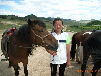 RIMG0048(テレルジ:馬を引く小学生).JPG